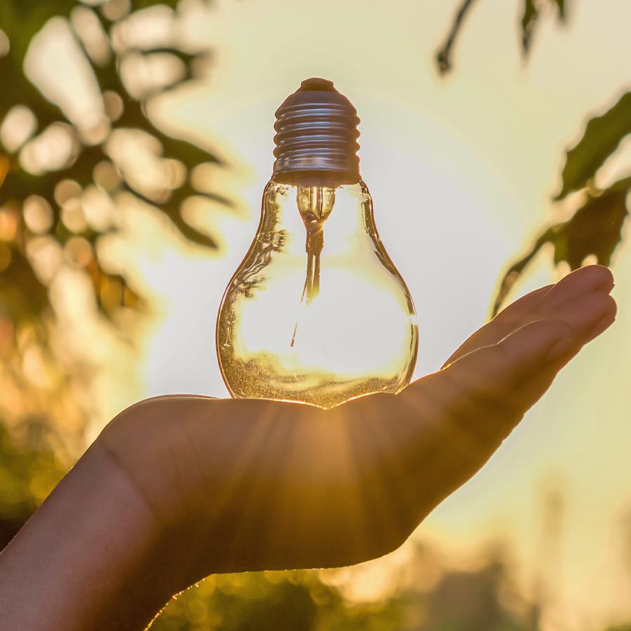 Miért kellene külső áramellátás a kertbe, amikor léteznek napenergiával működő lámpák?